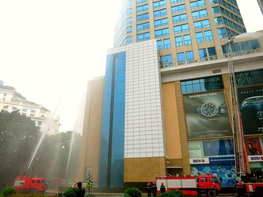 Diễn tập chữa cháy-cứu hộ tại tòa nhà Vincom Center Bà Triệu ảnh 3