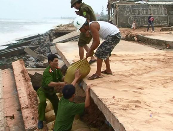 Cùng với Công an các địa phương, toàn lực lượng Công an Hà Nội đang khẩn trương, trách nhiệm phòng chống cơn bão số 14