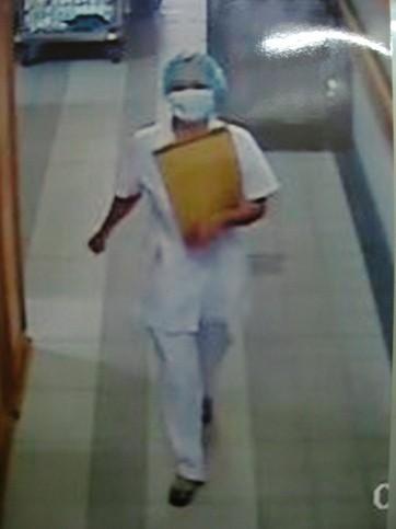 """Lật tẩy bác sỹ """"rởm"""" tại BV Bạch Mai, chiếm đoạt hàng chục triệu đồng ảnh 1"""