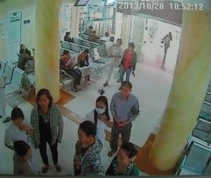 """Lật tẩy bác sỹ """"rởm"""" tại BV Bạch Mai, chiếm đoạt hàng chục triệu đồng ảnh 2"""