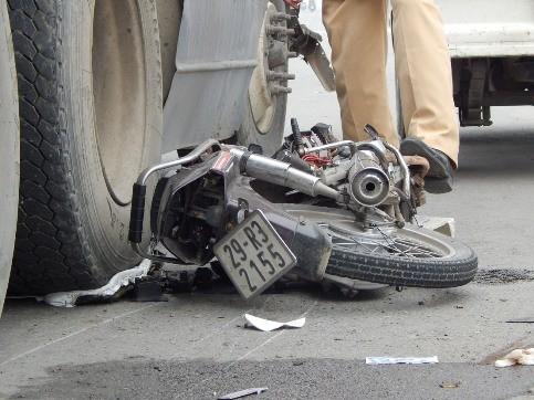 1 người đàn ông chết thảm dưới bánh xe container ảnh 4