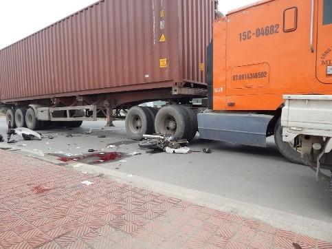 1 người đàn ông chết thảm dưới bánh xe container ảnh 5