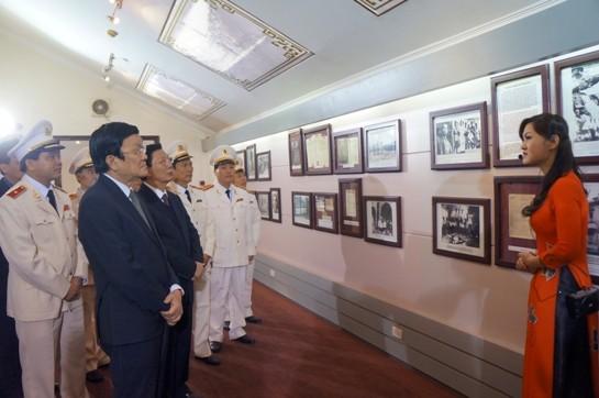 Chủ tịch nước Trương Tấn Sang thăm, chúc Tết Công an Hà Nội ảnh 1
