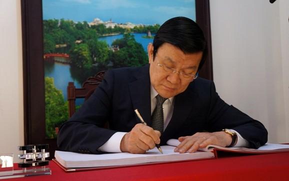 Chủ tịch nước Trương Tấn Sang thăm, chúc Tết Công an Hà Nội ảnh 2