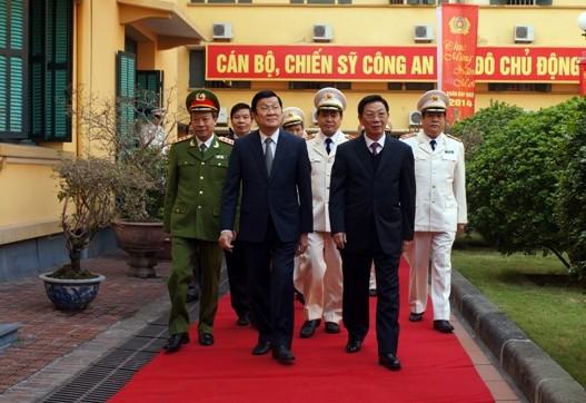 Chủ tịch nước Trương Tấn Sang thăm, chúc Tết Công an Hà Nội ảnh 5
