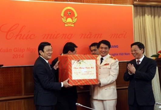 Chủ tịch nước Trương Tấn Sang thăm, chúc Tết Công an Hà Nội ảnh 8