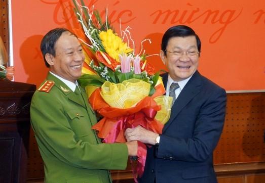 Chủ tịch nước Trương Tấn Sang thăm, chúc Tết Công an Hà Nội ảnh 6