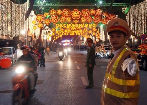 Đảm bảo an ninh, an toàn tuyệt đối để nhân dân Thủ đô vui Xuân, đón Tết ảnh 5