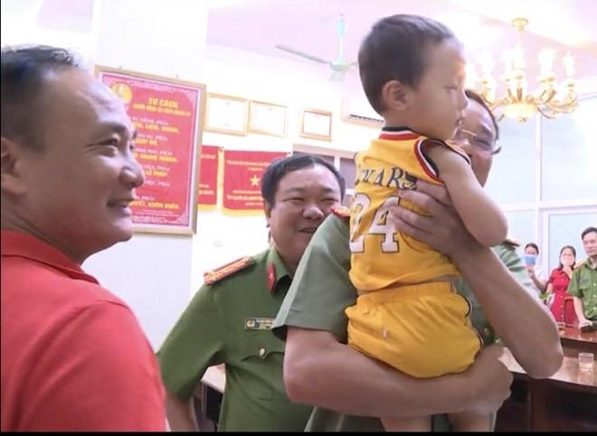 Tạm giữ hình sự người đàn bà bắt cóc bé 2 tuổi ở Bắc Ninh, đấu tranh xác định đồng phạm ảnh 1