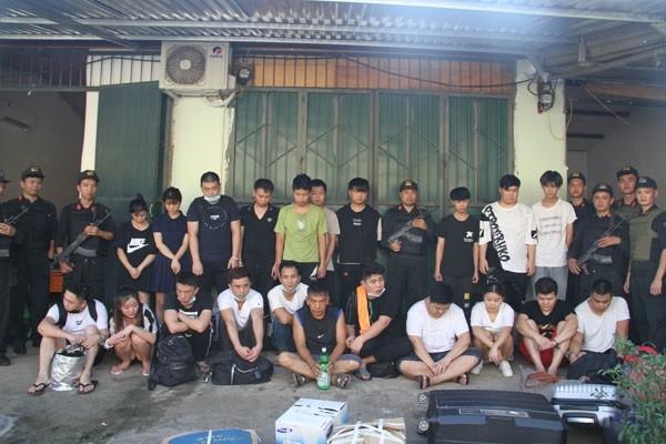 Hốt trọn 21 đối tượng người Trung Quốc trốn truy nã cùng hàng trăm thiết bị điện tử ảnh 1