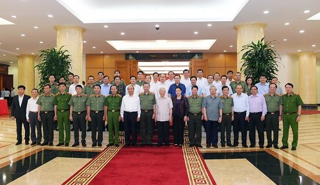 Tập thể Bộ Chính trị làm việc với Ban Thường vụ Đảng ủy Công an Trung ương ảnh 1