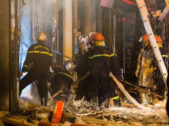Hà Nội: Giải cứu nhiều người lớn và trẻ em trong vụ cháy cửa hàng gas ảnh 2