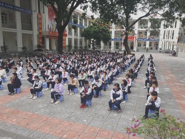 Huyện Gia Lâm (Hà Nội): Trưởng Công an xã tuyên truyền, hướng dẫn kỹ năng đảm bảo an ninh học đường ảnh 3