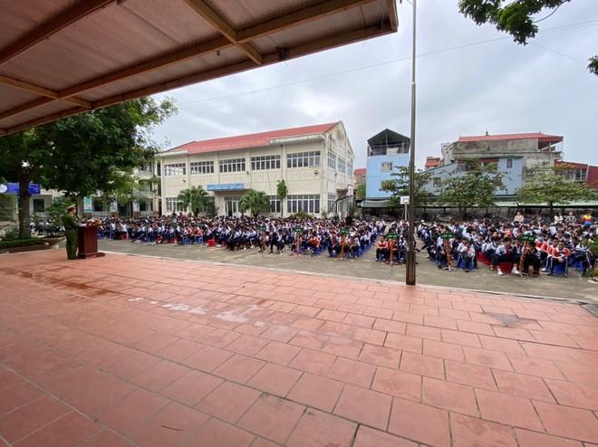 Huyện Gia Lâm (Hà Nội): Trưởng Công an xã tuyên truyền, hướng dẫn kỹ năng đảm bảo an ninh học đường ảnh 6