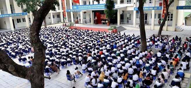 Huyện Gia Lâm (Hà Nội): Trưởng Công an xã tuyên truyền, hướng dẫn kỹ năng đảm bảo an ninh học đường ảnh 1