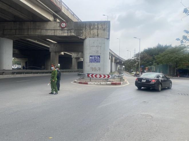 Nửa tháng, phạt liên tiếp 35 xe khách tại nút rẽ vào đường Trần Thủ Độ ảnh 1