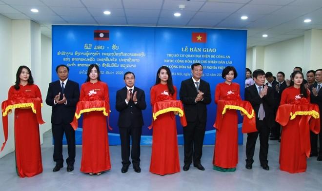 Bàn giao trụ sở cho Cơ quan đại diện Bộ Công an nước Cộng hòa Dân chủ nhân dân Lào tại Việt Nam ảnh 2