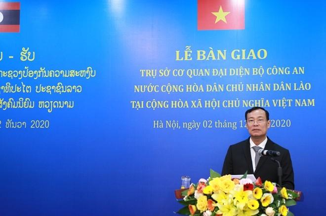 Bàn giao trụ sở cho Cơ quan đại diện Bộ Công an nước Cộng hòa Dân chủ nhân dân Lào tại Việt Nam ảnh 1
