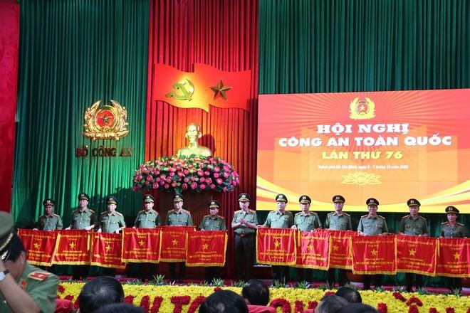 Công an Hà Nội được trao tặng Cờ thi đua năm 2020 của Chính phủ ảnh 2