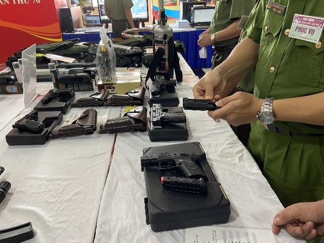 Súng bắn tỉa, bình xịt cay, áo giáp chống đạn AK…tại triển lãm trang thiết bị hỗ trợ công tác nghiệp vụ của Bộ Công an ảnh 9