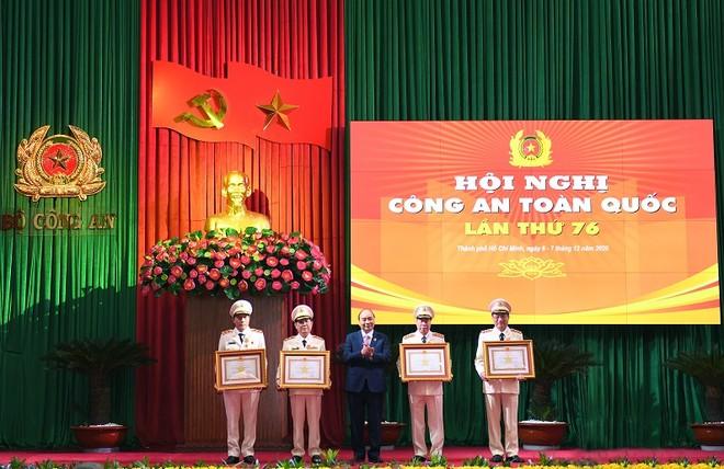 Lực lượng Công an đóng góp quan trọng vào sự nghiệp phát triển kinh tế - xã hội, bảo vệ cuộc sống bình yên của nhân dân ảnh 2