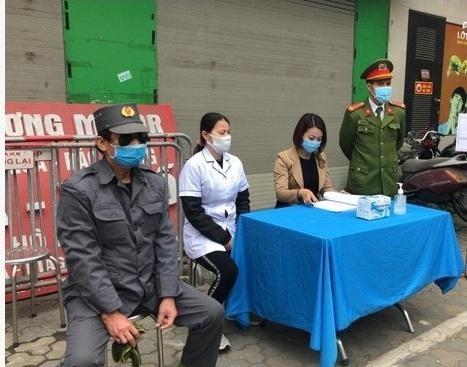 Công an quận Đống Đa, Hà Nội: Xử phạt 46 trường hợp không đeo khẩu trang nơi công cộng ảnh 2