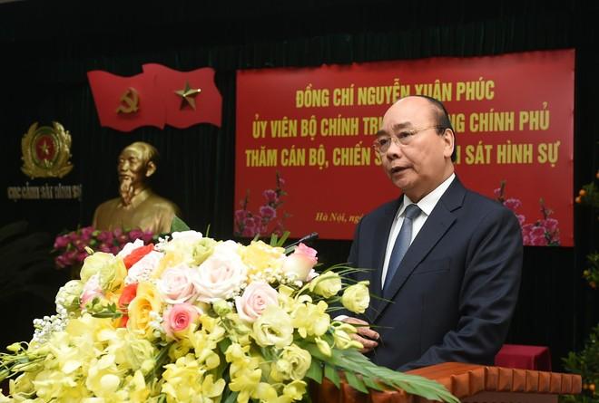 Thủ tướng Nguyễn Xuân Phúc thăm hỏi, động viên, kiểm tra công tác ứng trực, sẵn sàng chiến đấu 3 đơn vị của Bộ Công an ảnh 1