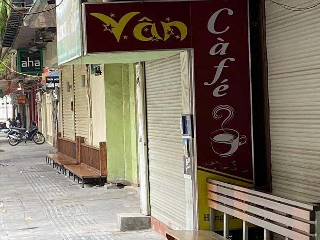 Hà Nội: Lực lượng Công an cơ sở triển khai tuyên truyền, nhắc nhở các hộ kinh doanh chấp hành yêu cầu phòng chống Covid, từ 0h ngày 16-2 ảnh 7