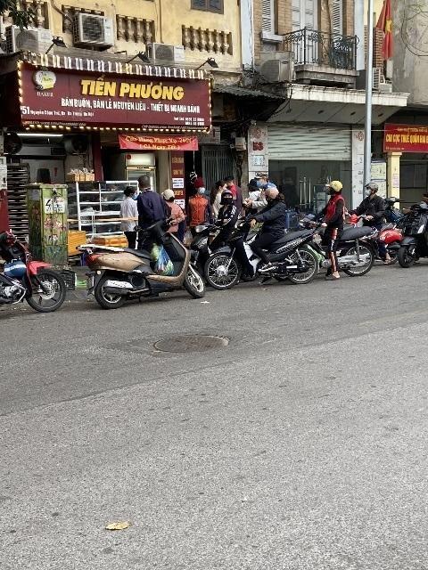 Hà Nội: Lực lượng Công an cơ sở triển khai tuyên truyền, nhắc nhở các hộ kinh doanh chấp hành yêu cầu phòng chống Covid, từ 0h ngày 16-2 ảnh 16