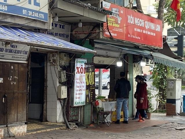 Hà Nội: Lực lượng Công an cơ sở triển khai tuyên truyền, nhắc nhở các hộ kinh doanh chấp hành yêu cầu phòng chống Covid, từ 0h ngày 16-2 ảnh 17