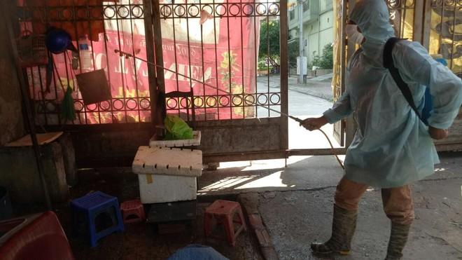 Phòng ngừa, chặn 'giặc' Covid-19 tại các chợ dân sinh ảnh 4