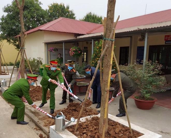 Gần 500 cây xanh được trồng trong khuôn viên Trại tạm giam số 2 ảnh 1