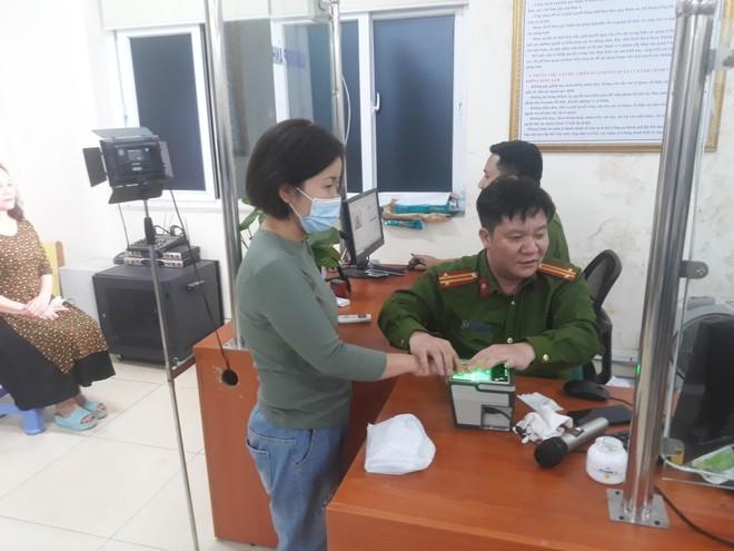 Lực lượng Quản lý hành chính Công an Hà Nội: Thiết lập 'kỷ lục' xử lý căn cước công dân gắn chip ảnh 4