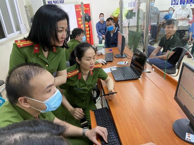 Lực lượng Quản lý hành chính Công an Hà Nội: Thiết lập 'kỷ lục' xử lý căn cước công dân gắn chip ảnh 8
