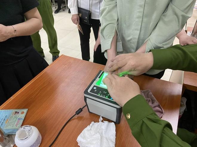 Lực lượng Quản lý hành chính Công an Hà Nội: Thiết lập 'kỷ lục' xử lý căn cước công dân gắn chip ảnh 10