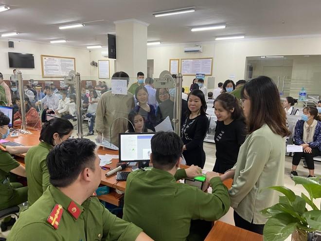 Lực lượng Quản lý hành chính Công an Hà Nội: Thiết lập 'kỷ lục' xử lý căn cước công dân gắn chip ảnh 9