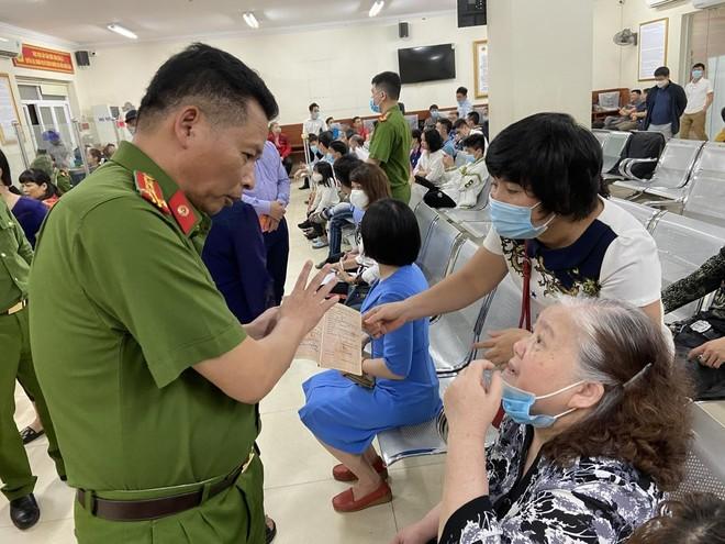 Lực lượng Quản lý hành chính Công an Hà Nội: Thiết lập 'kỷ lục' xử lý căn cước công dân gắn chip ảnh 7