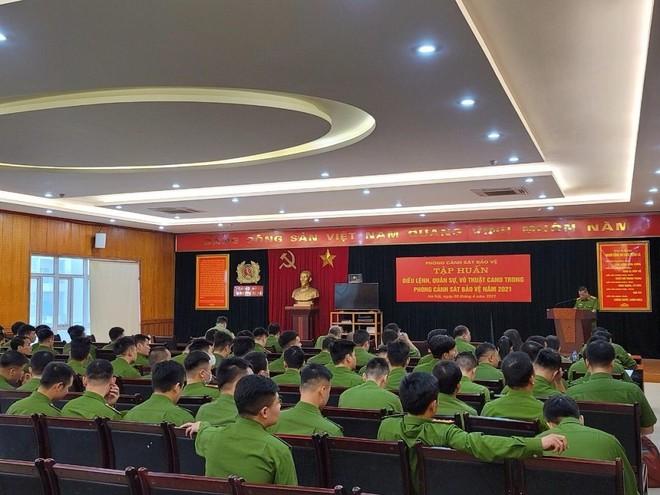 Tập huấn điều lệnh quân sự võ thuật toàn lực lượng Cảnh sát bảo vệ ảnh 1