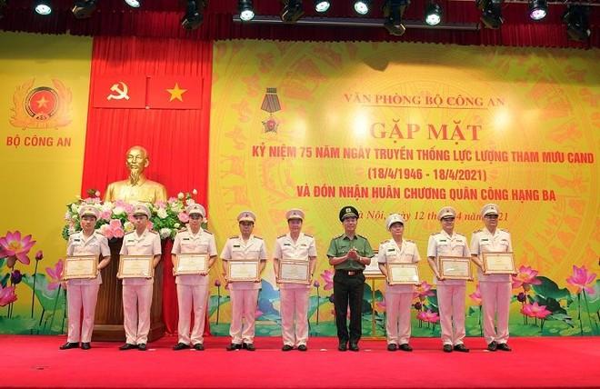 Văn phòng Bộ Công an đón nhận Huân chương Quân công hạng Ba ảnh 4