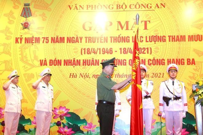 Văn phòng Bộ Công an đón nhận Huân chương Quân công hạng Ba ảnh 1