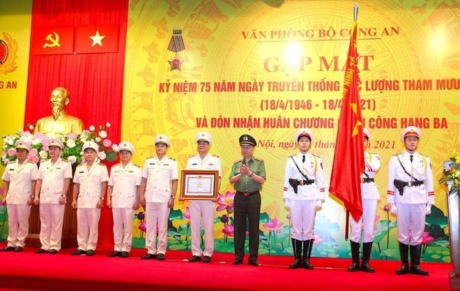 Văn phòng Bộ Công an đón nhận Huân chương Quân công hạng Ba ảnh 2