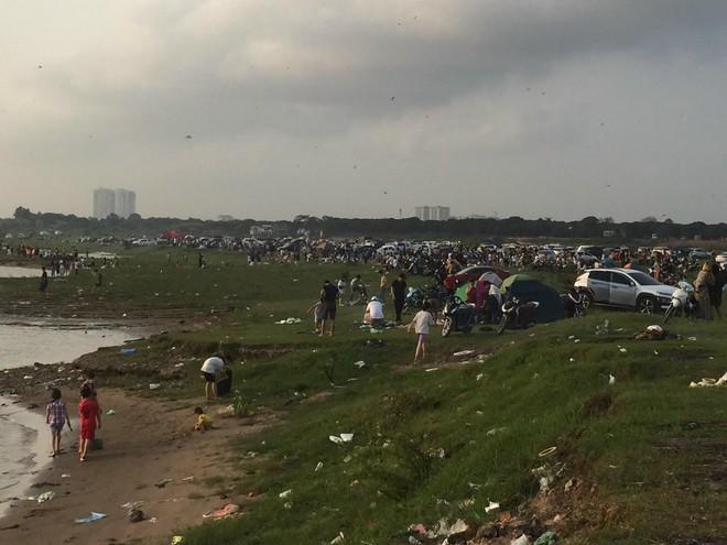 Tại phường Long Biên, Hà Nội: Ngồn ngộn nguy cơ ô nhiễm môi trường, mất an toàn tại bãi giữa sông Hồng ảnh 1