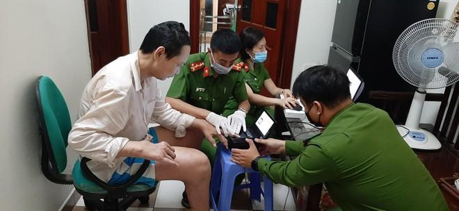 Cấp Căn cước gắn chip tại quận Long Biên (Hà Nội): Sáng tinh thần vì nhân dân phục vụ ảnh 15