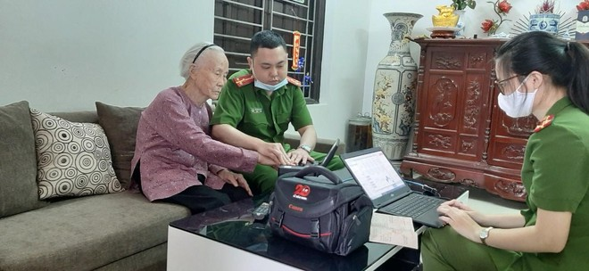 Cấp Căn cước gắn chip tại quận Long Biên (Hà Nội): Sáng tinh thần vì nhân dân phục vụ ảnh 5