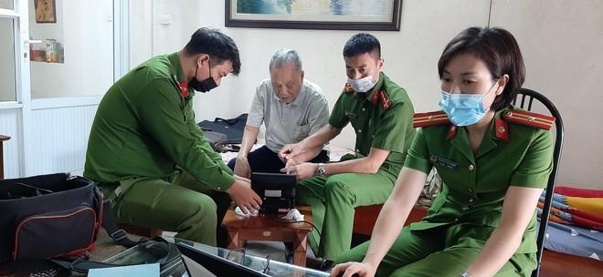Cấp Căn cước gắn chip tại quận Long Biên (Hà Nội): Sáng tinh thần vì nhân dân phục vụ ảnh 4
