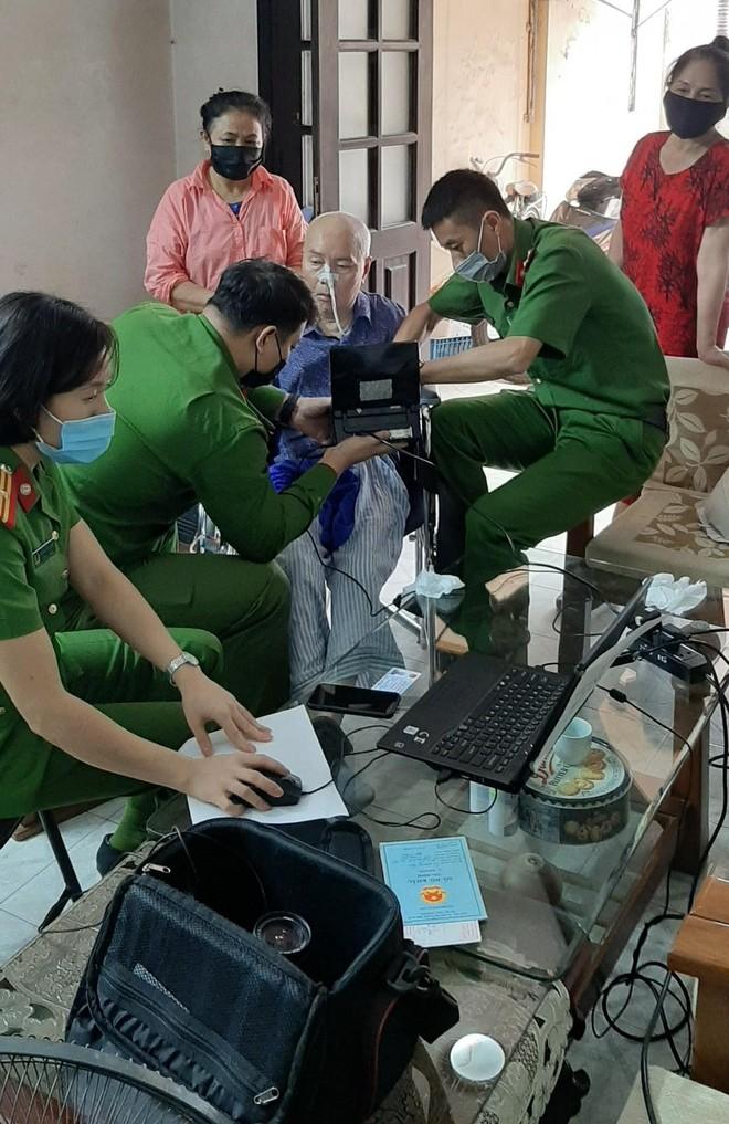 Cấp Căn cước gắn chip tại quận Long Biên (Hà Nội): Sáng tinh thần vì nhân dân phục vụ ảnh 3