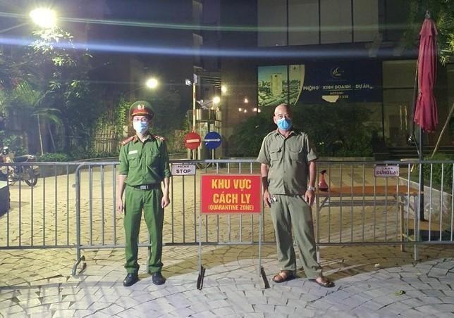 Hà Nội: Thu hẹp phạm vi phong tỏa tòa nhà Viễn Đông Star, nơi cư trú của nữ nhân viên quán karaoke nhiễm Covid-19 ảnh 1