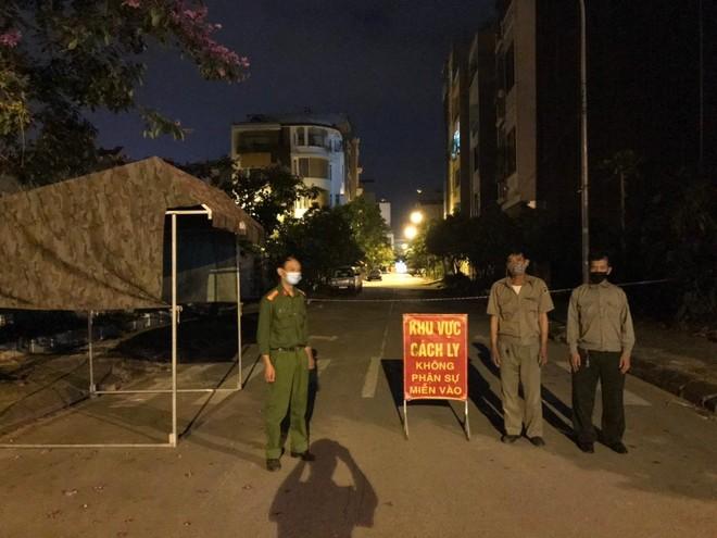 Xuyên đêm thực hiện Mệnh lệnh của Giám đốc Công an Hà Nội – rà soát người nhập cảnh, cư trú trái phép ảnh 12