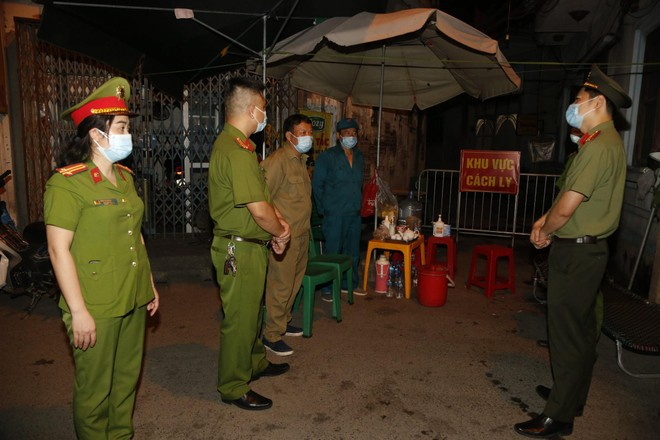 'Chia lửa' với đồng chí, đồng đội và cán bộ cơ sở nơi tuyến đầu chống dịch ảnh 3