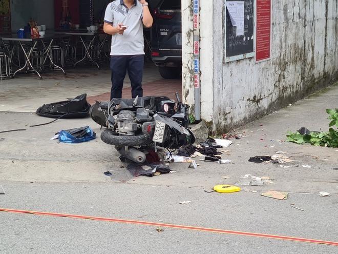 Nghi án sau va chạm, truy đuổi, xe ô tô húc tử vong 2 người đi xe máy ảnh 1
